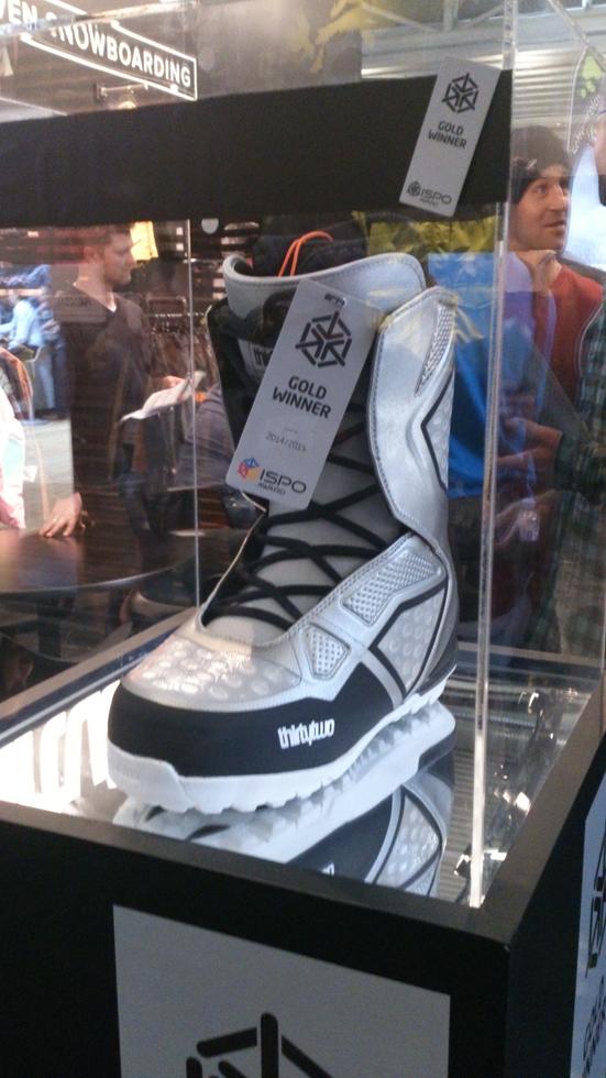 ThirtyTwo Ultralight, vincitore dell'ISPO award 2014 tra gli scarponi da snowboard, caratterizzato da un peso ridottissimo (e un color argento  degno di Tony Montana)